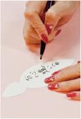 1.「ゆずの葉カード」にメッセージを書きます。